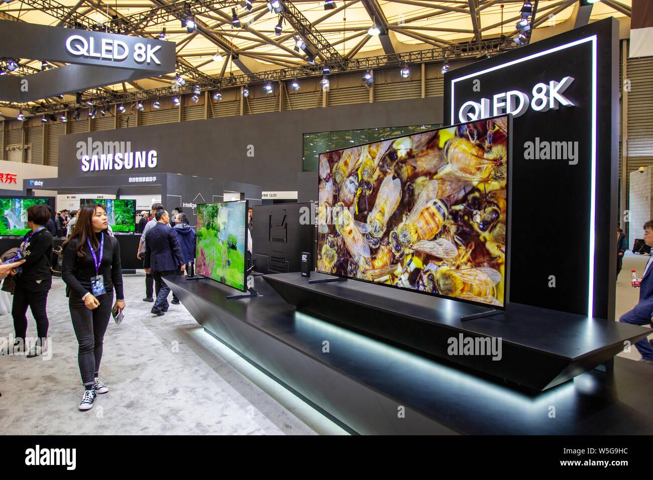 Samsung Qled 8k Stock Photos & Samsung Qled 8k Stock Images