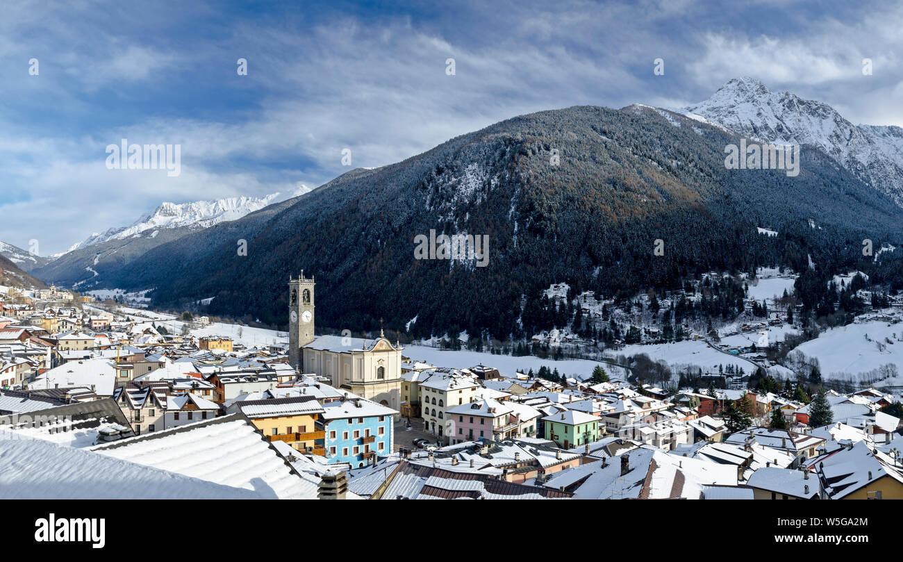 Italy, Lombardy, Retiche Alps, Camonica Valley, Adamello Regional Park mountains and Tem?-Ponte di Legno ski area from Vezza d'Oglio (fg.: San Martino Parish Church) and Mt. Pornina Stock Photo
