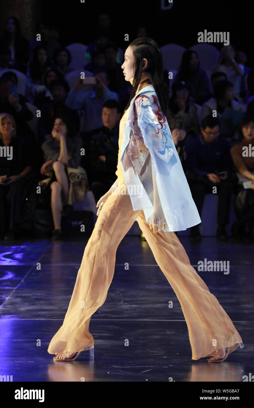 A Model Displays A New Creation At The Fashion Show Of Hempel Award The 27th China International Young Fashion Designers During The China Fashion Week Stock Photo Alamy