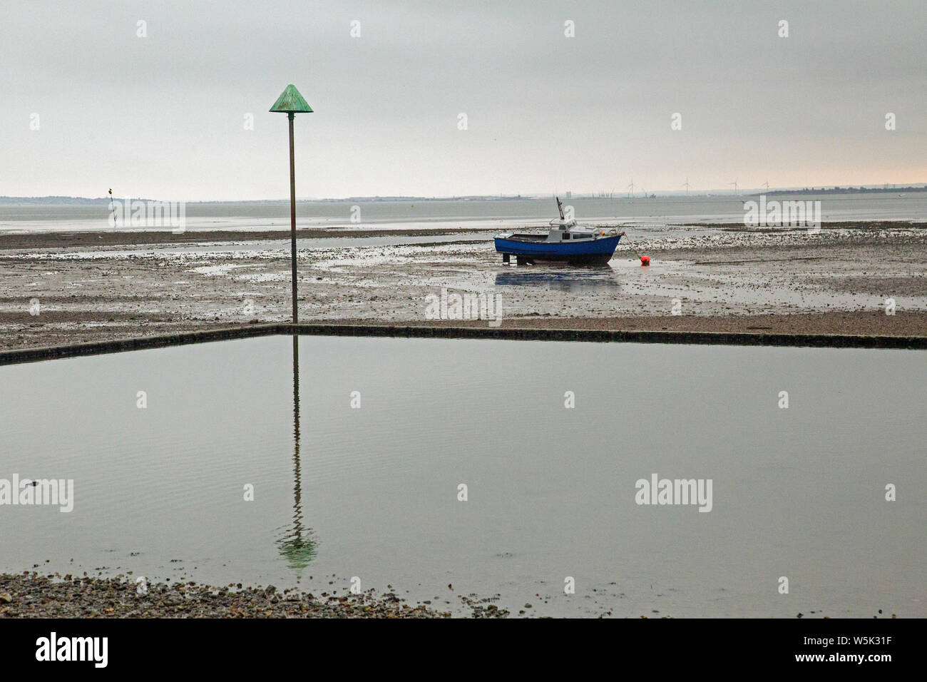 Leigh On Sea, Essex, England, boats on the sand at day's end Stock Photo