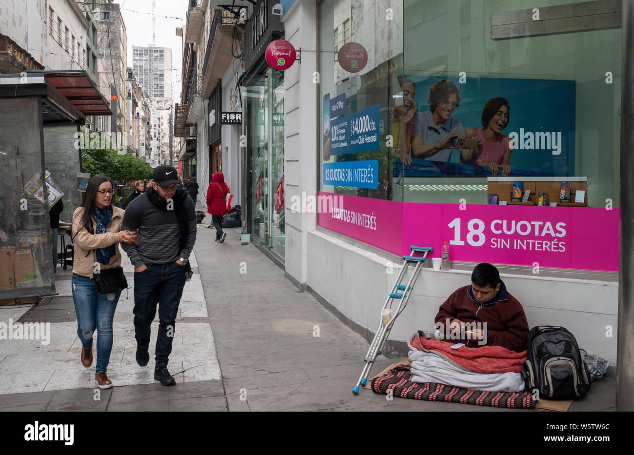 Buenos Aires, 23 de Julio de 2019. La crisis económica golpea Argentina. 8.000 personas viven en la calle pese al crudo invierno sólo en Buenos Aires. Stock Photo