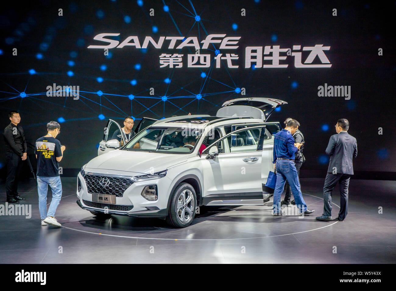 Hyundai Motor Group >> A Fourth Generation Santa Fe Suv Of Hyundai Motor Group Is