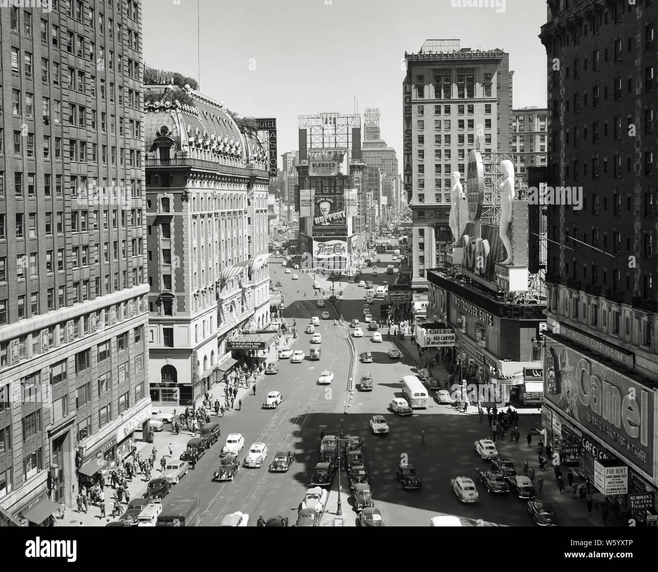 NYC Rockefeller Center /& Atlas Statue VINTAGE AD 1950 CHRYSLER NEW YORKER Car