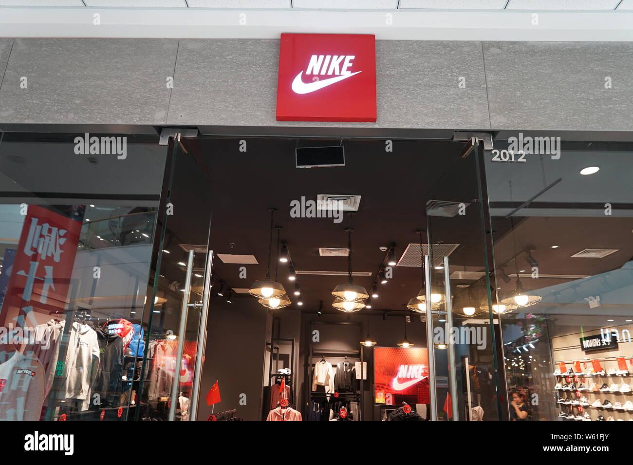 discount shop best sell designer fashion Sportswear Nike Stock Photos & Sportswear Nike Stock Images ...