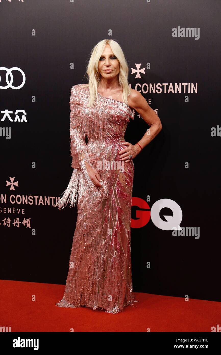 Italian Fashion Designer Donatella Versace Arrives On The Red Carpet For The 2018 Gq Men Of The Year Awards Ceremony In Shanghai China 8 September 2 Stock Photo Alamy