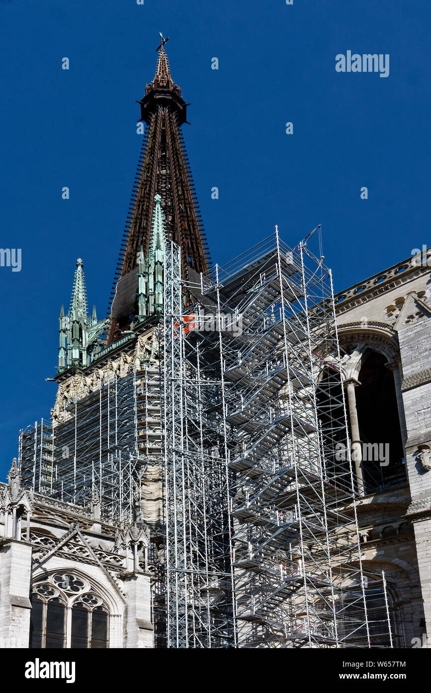 scaffolding, Notre Dame Cathedral; 12-14 century; facade work, cast iron 19 century spire, catholic church; old religious building; Europe, Normandy; Stock Photo