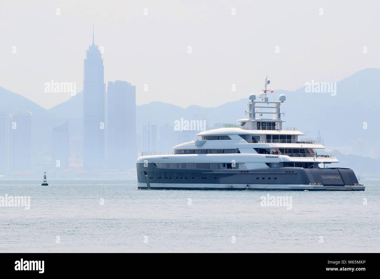 Mega Yachts Stock Photos & Mega Yachts Stock Images - Alamy