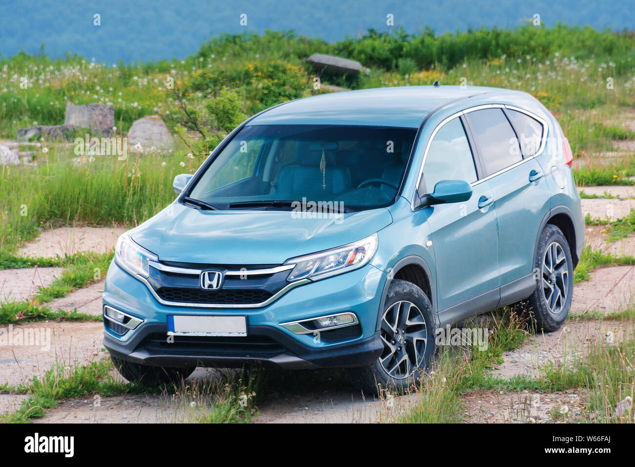 Mnt Runa Ukraine Jun 22 2019 Honda Crv On A Paved Platform In Mountains 4 Generation Of A Popular Family Suv Restyling Model 2015 In Cyan Blue Stock Photo Alamy