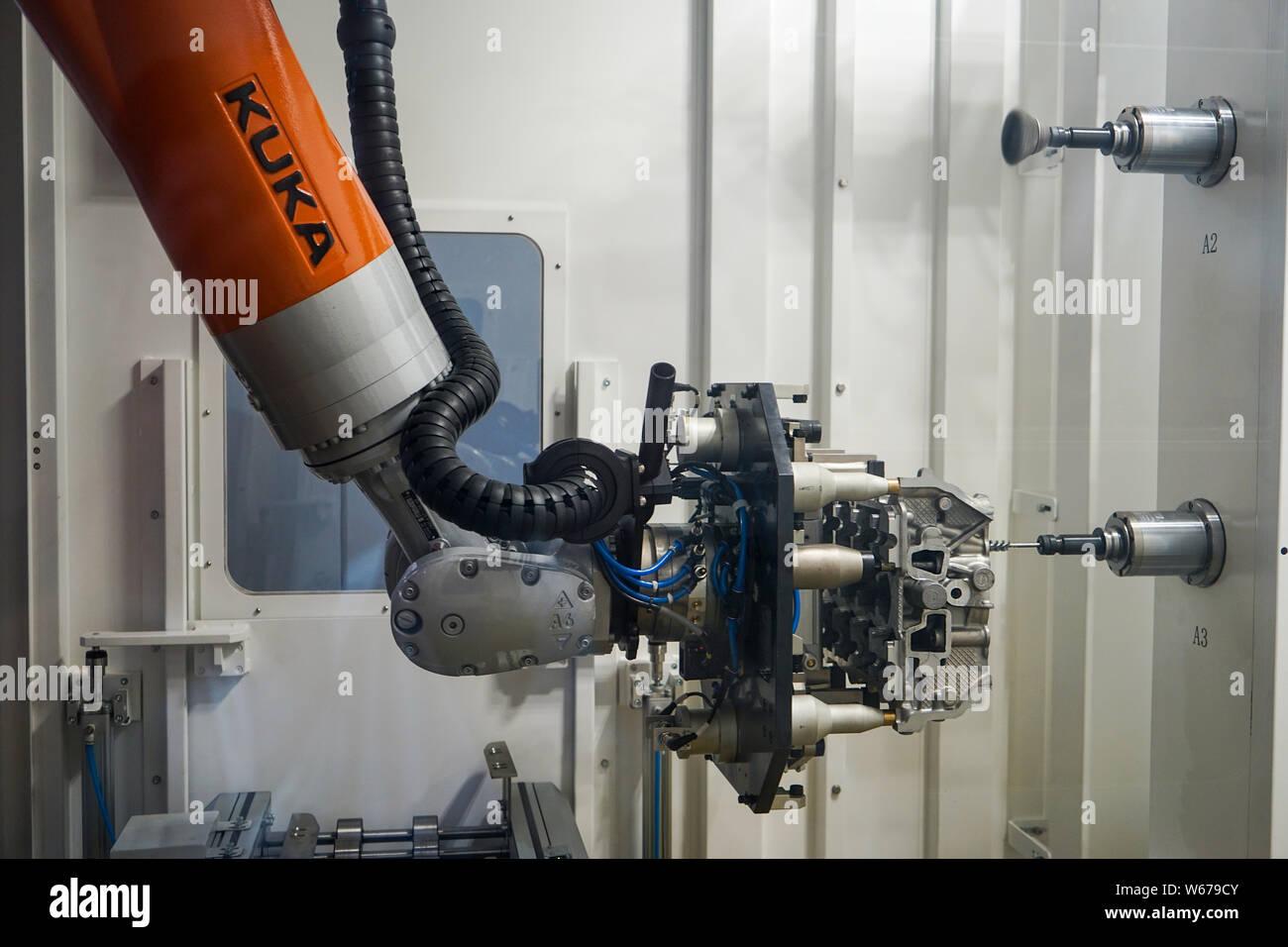 Kuka Robot Stock Photos & Kuka Robot Stock Images - Alamy