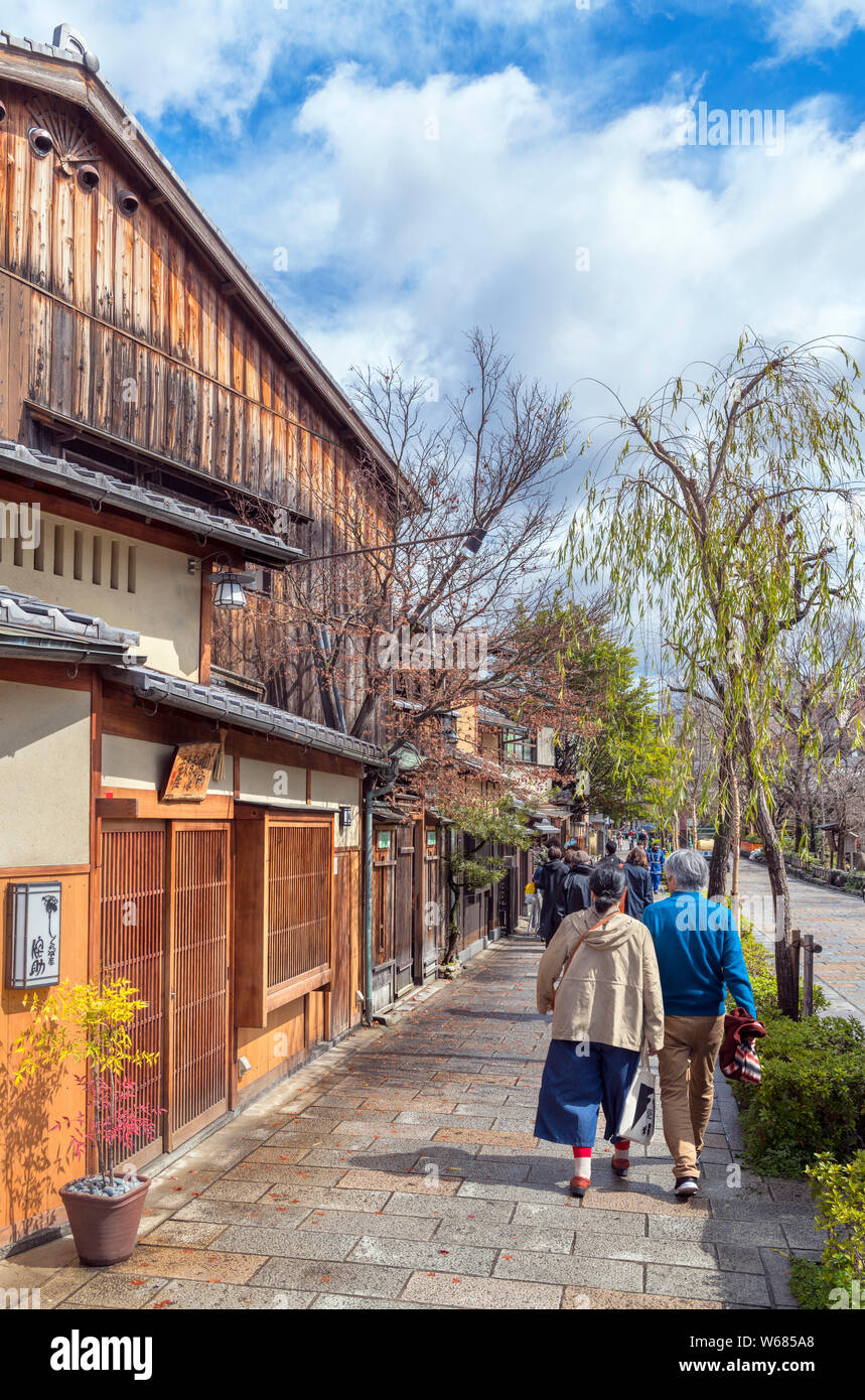Traditional Japanese buildings on Shirakawa Street in the historic Gion district of Kyoto, Japan Stock Photo