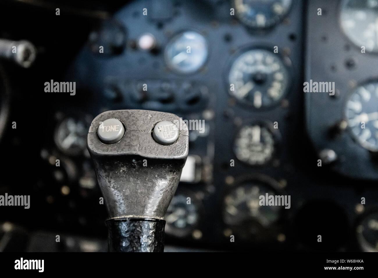 Airplane Yoke Stock Photos & Airplane Yoke Stock Images - Page 2 - Alamy