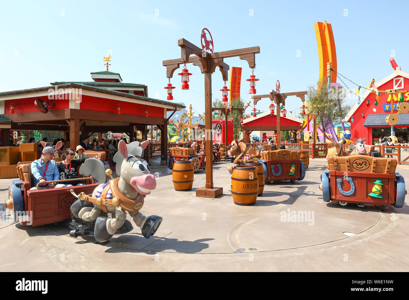 Cars Road Trip [Toon Studio - 2021] - Page 23 Tourists-enjoy-themselves-in-the-seventh-themed-land-disney-pixar-toy-story-land-in-the-shanghai-disneyland-at-the-shanghai-disney-resort-in-pudong-W6E1NW