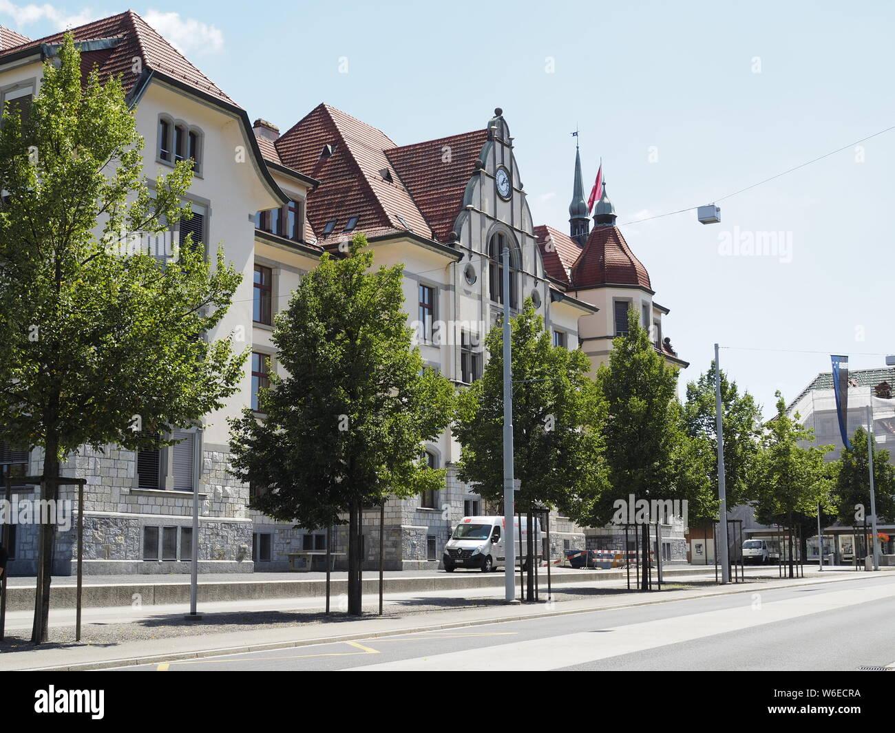 Schulgebäude an der Hauptstrasse in Reinach AG Stock Photo