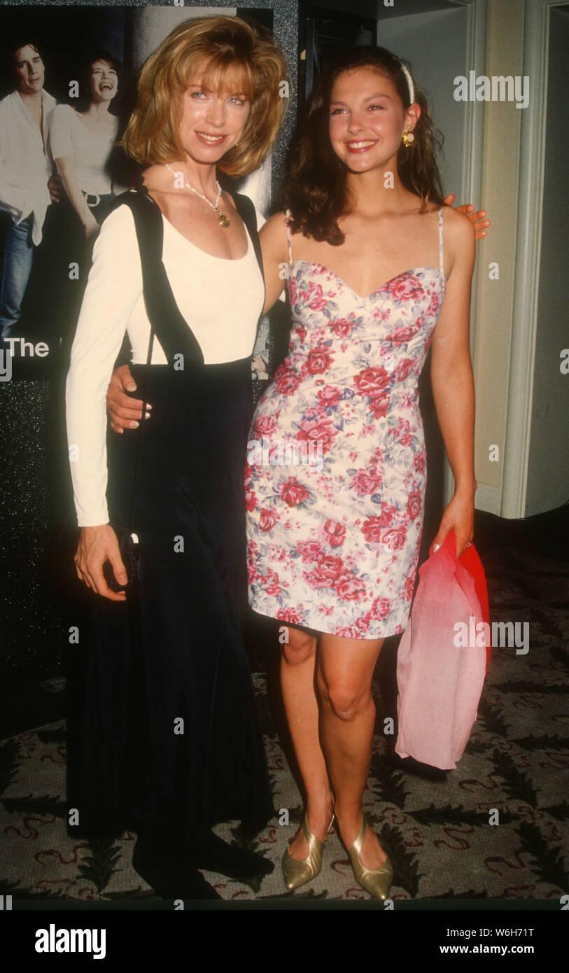 Julianne Phillips Ashley Judd 1992 Photo By Michael