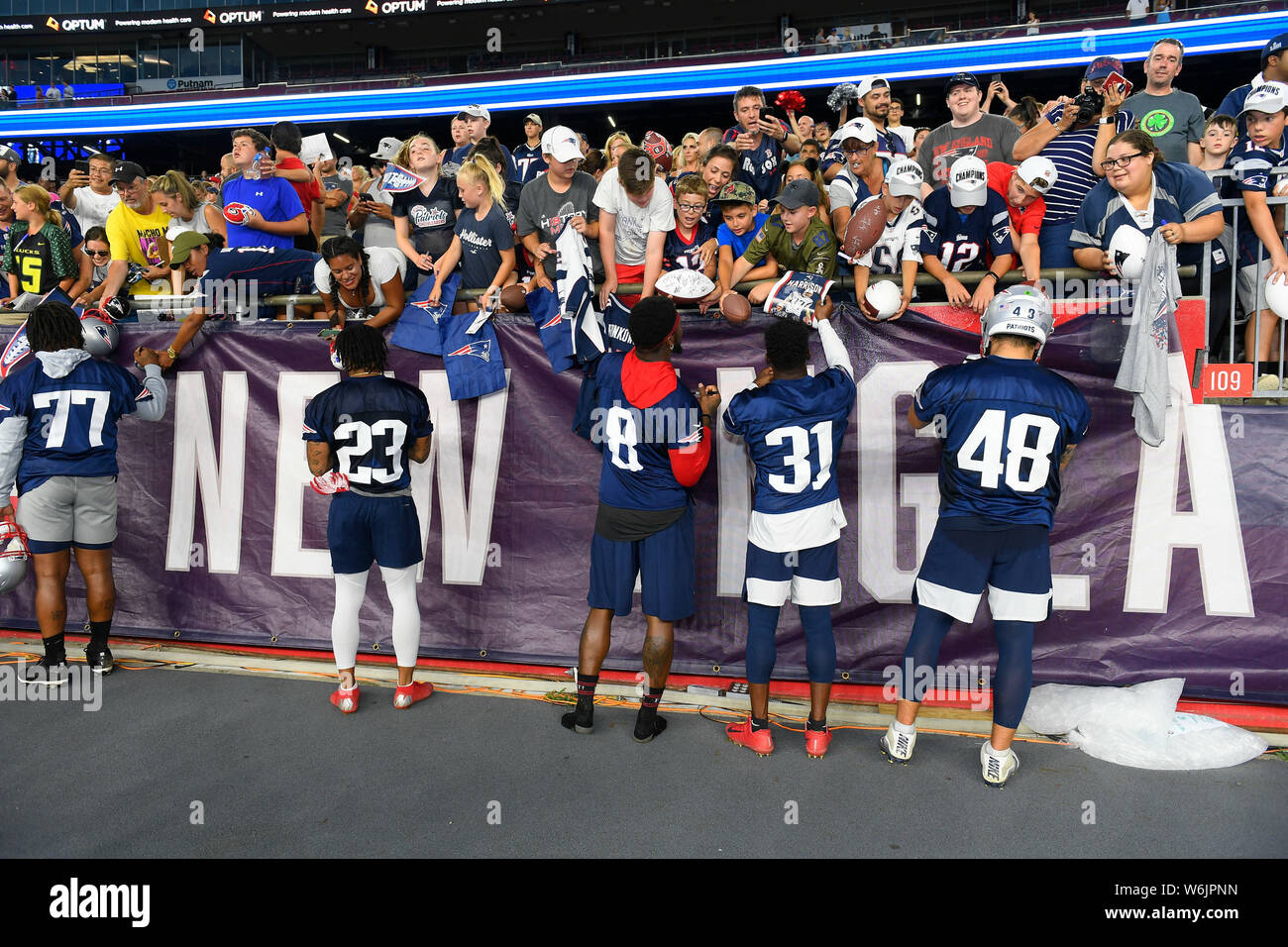 new concept e61f5 7006d July 29, 2019: Members of the defense sign autographs at the ...