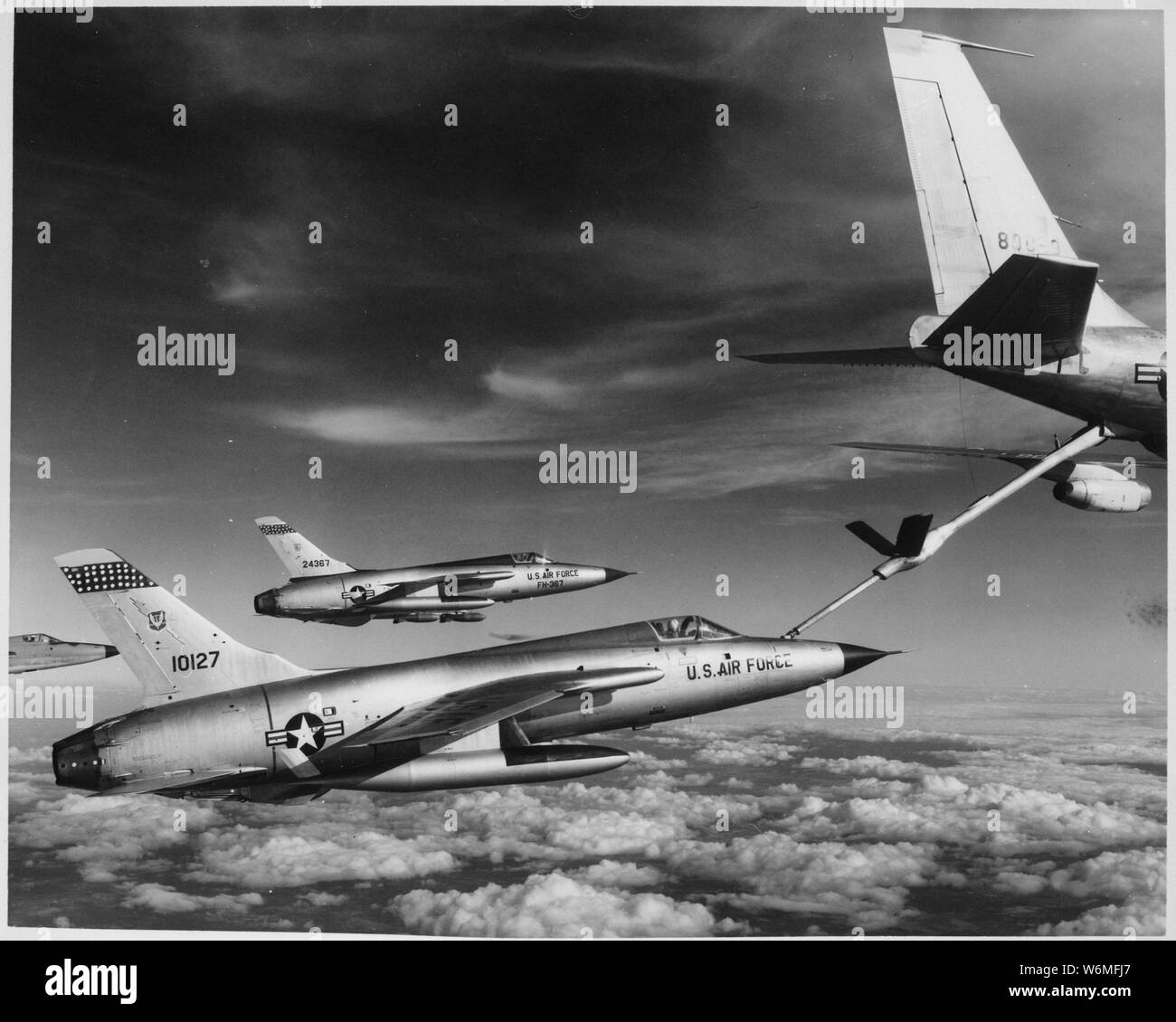 Pilots Refueling Stock Photos & Pilots Refueling Stock Images - Alamy