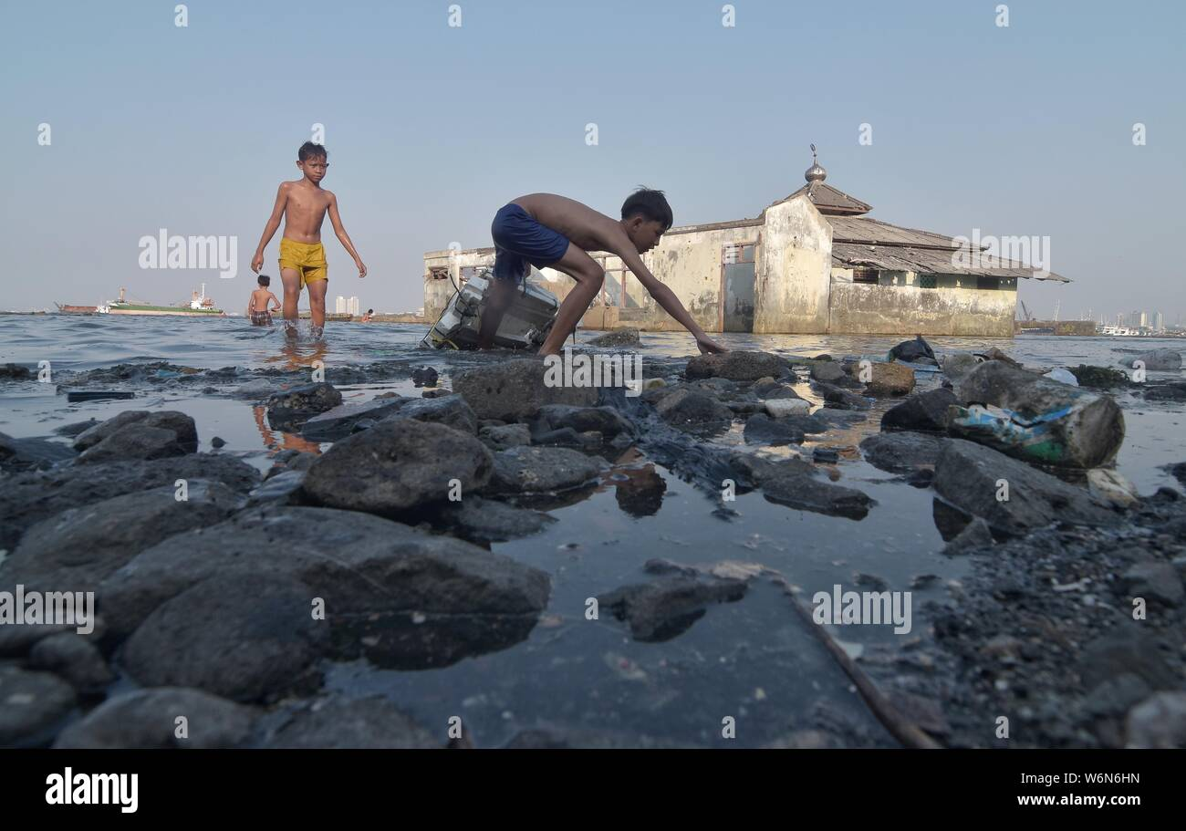 Jakarta, Indonesia  01st Aug, 2019  Local children play next
