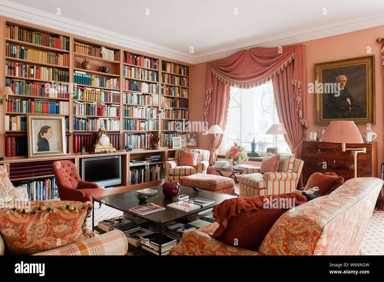 Victorian style living room Stock Photo: 262320993 - Alamy