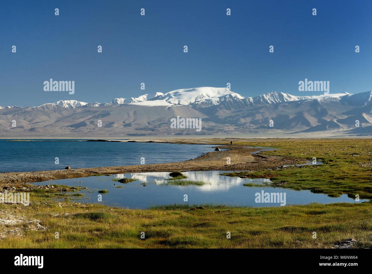 The beautiful Karakul lake by the Pamir highway. View on the lake and Peak Lenin near Karakul village in the Pamirs, Tajikistan, Central Asia. Stock Photo