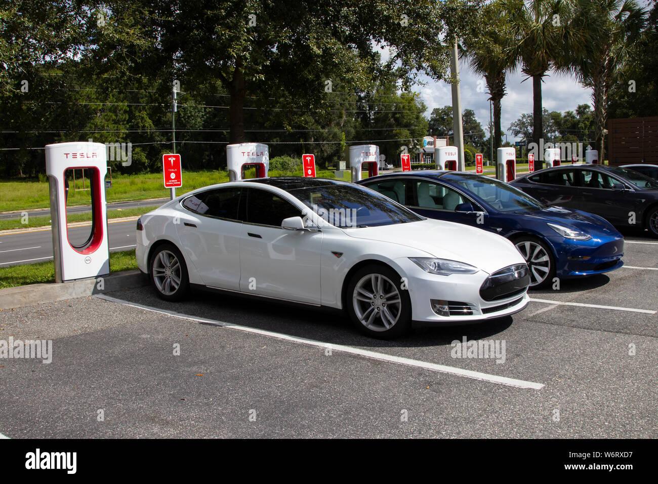 Tesla Model 3 Stock Photos & Tesla Model 3 Stock Images - Alamy
