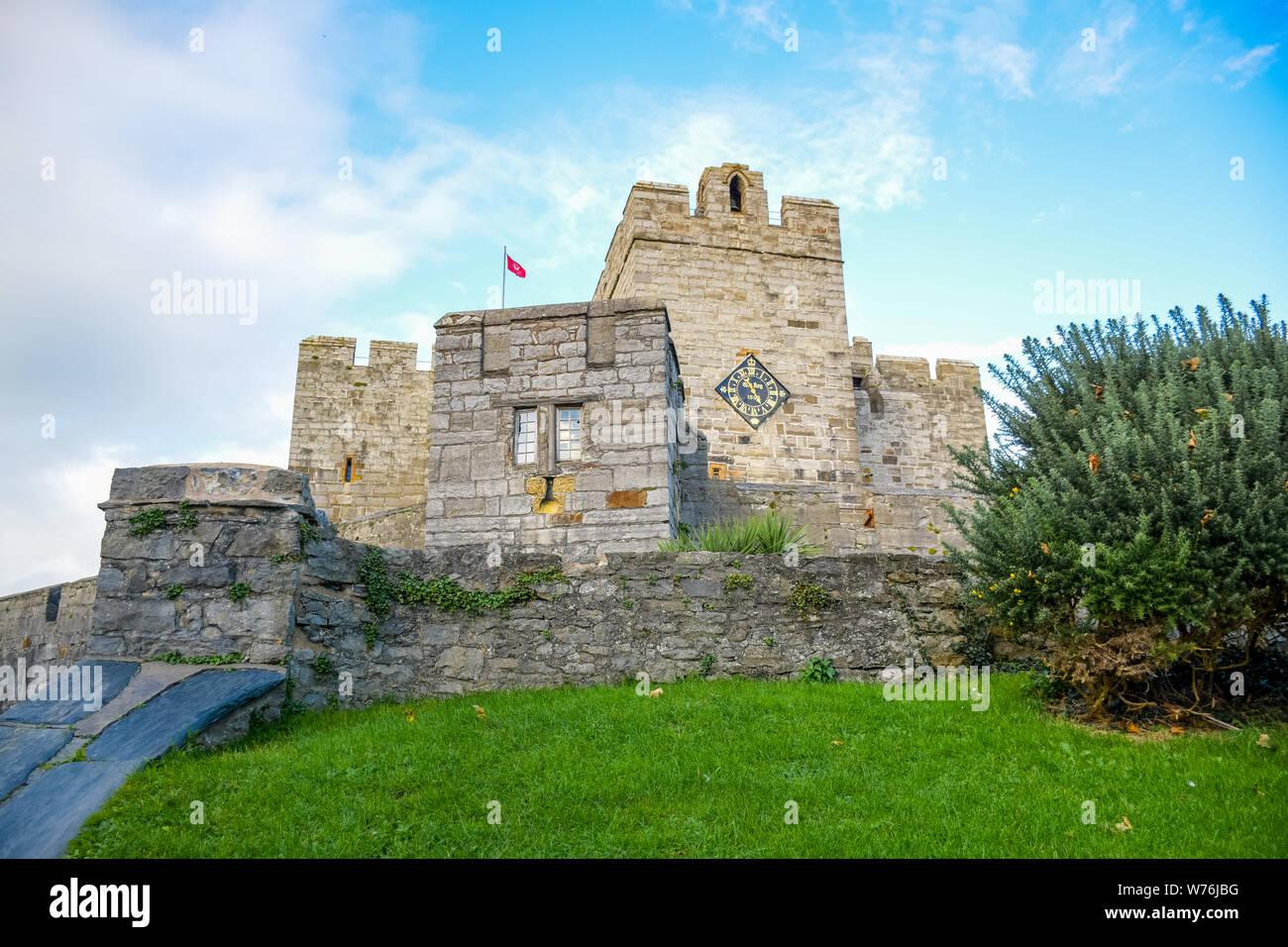 The Castle Rushen in Castletown in a clear blue sky, Isle of Man Stock Photo