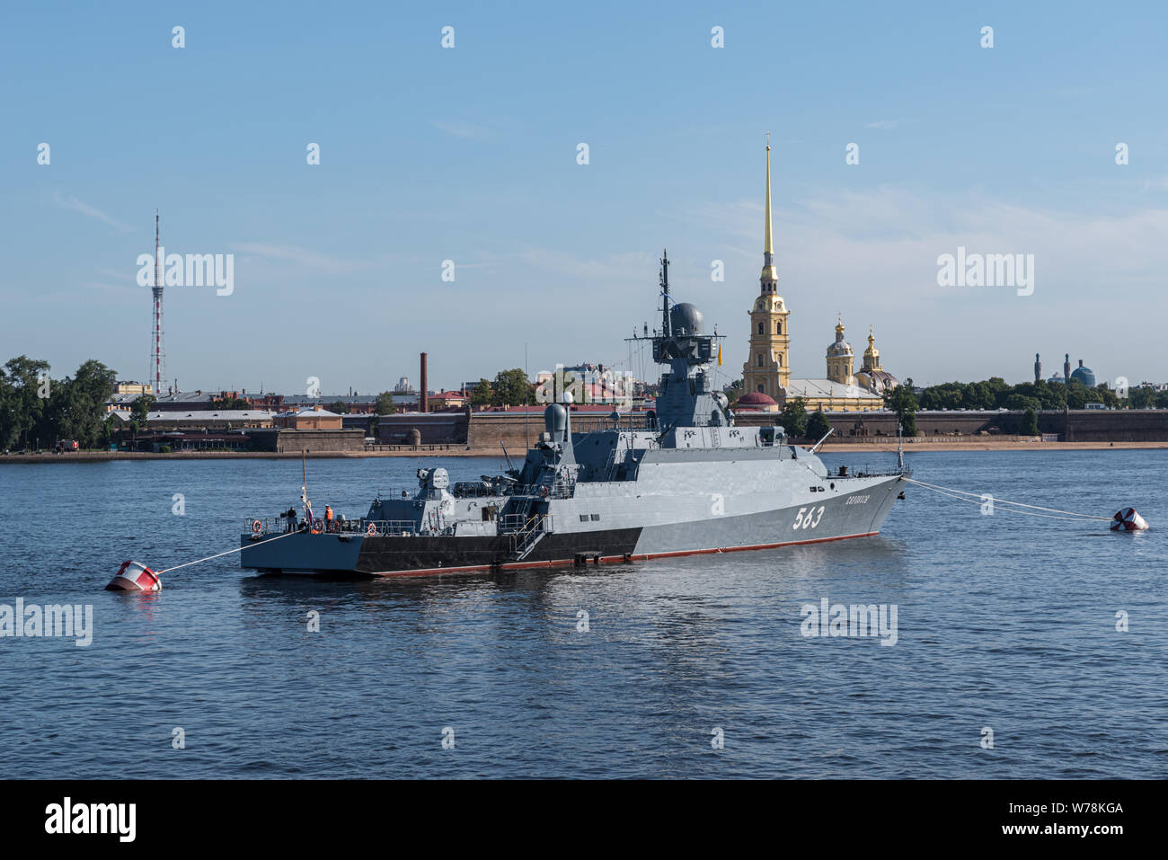 Snkt-Peterbrug, Russia - July 21, 2019: Naval parade on Day of the Navy of Russia. Military destroyer on the Neva near Peter-Pavel's Fortress.  St. Pe Stock Photo
