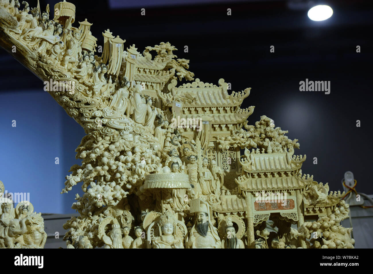 Mammoth Ivory Stock Photos & Mammoth Ivory Stock Images - Alamy