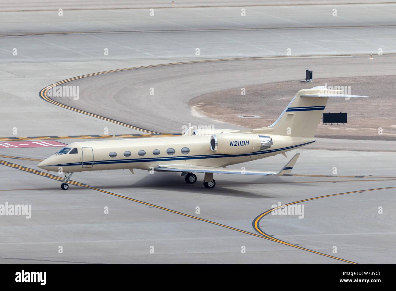 Gulfstream G-IV luxury business jet N211DH at McCarran International Airport Las Vegas. Stock Photo