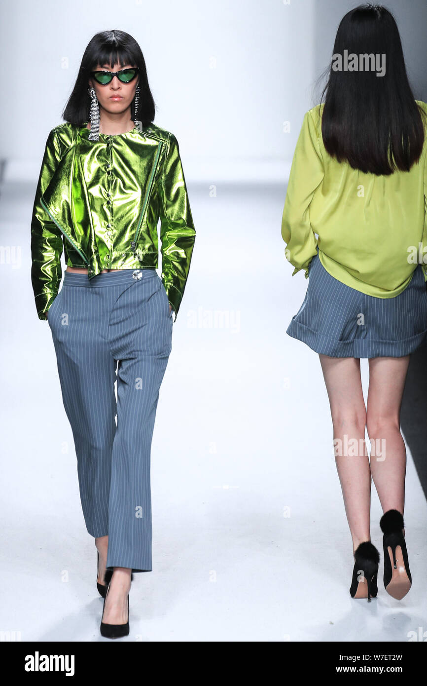 Models display new creations at the fashion show of GEORGETTE.Q x Pizzahut during the Shanghai Fashion Week Spring/Summer 2018 in Shanghai, China, 16 Stock Photo