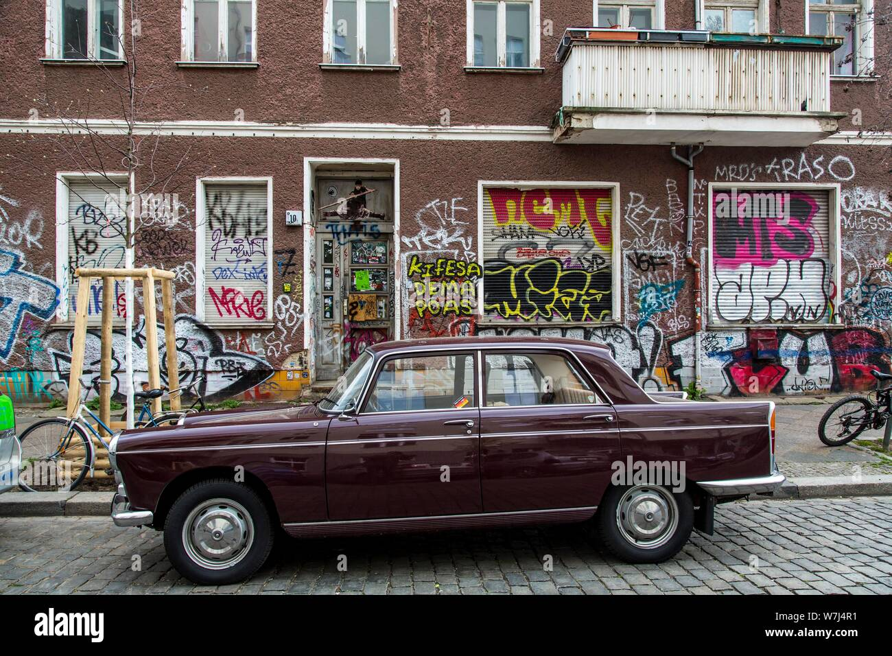 Graffiti, painting, old house at Dirschauer Strasse, in the district Friedrichshain, Berlin, Germany Stock Photo