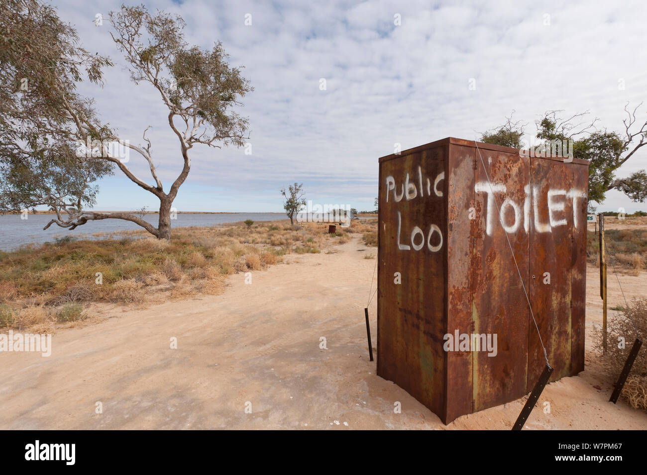Public toilet in the outback by the punt along Cooper's Creek detour, South Australia, Australia Stock Photo