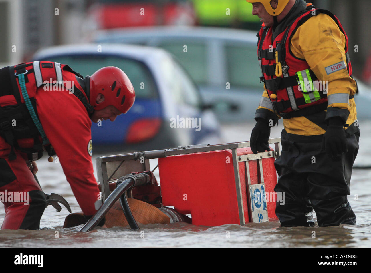 Emergency services pumping floodwaters, after sea defences were breached at Splash Point in Rhyl, Denbighshire, Wales, 5th December 2013. Stock Photo