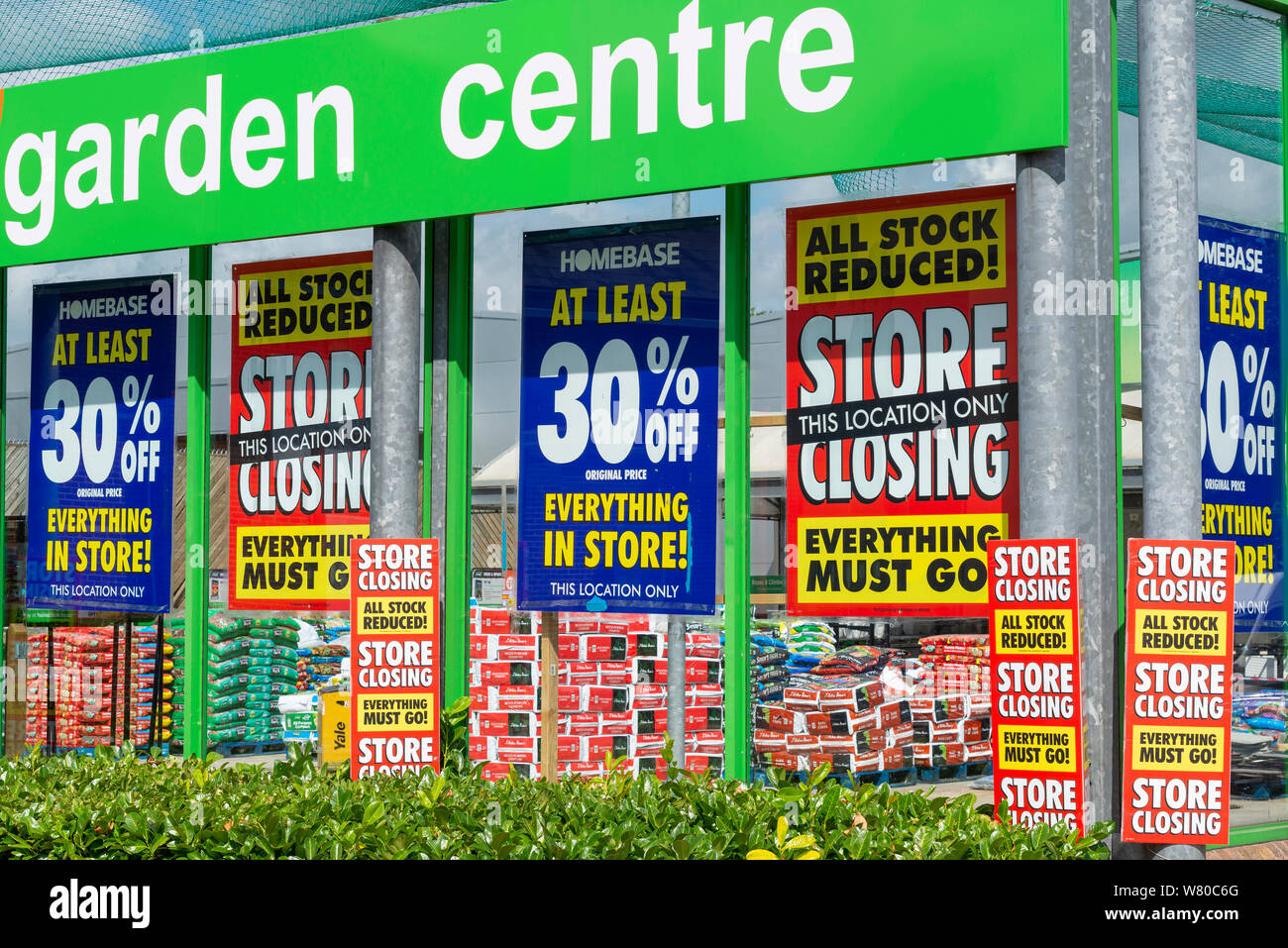 Closing down Homebase DIY store in Southend on Sea, Essex, UK. Do it yourself DIY store ceasing trading. Shutting. Sign. Sale. Everything must go Stock Photo