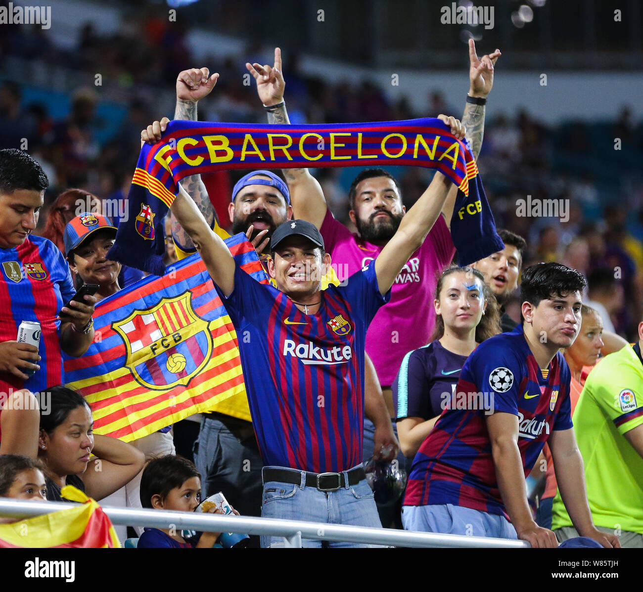 barcelona fans high resolution stock photography and images alamy https www alamy com miami gardens florida usa 7th aug 2019 fc barcelona fans pose for the camera during a friendly match between fc barcelona and ssc napoli at the hard rock stadium in miami gardens florida credit mario houbenzuma wirealamy live news image263201865 html