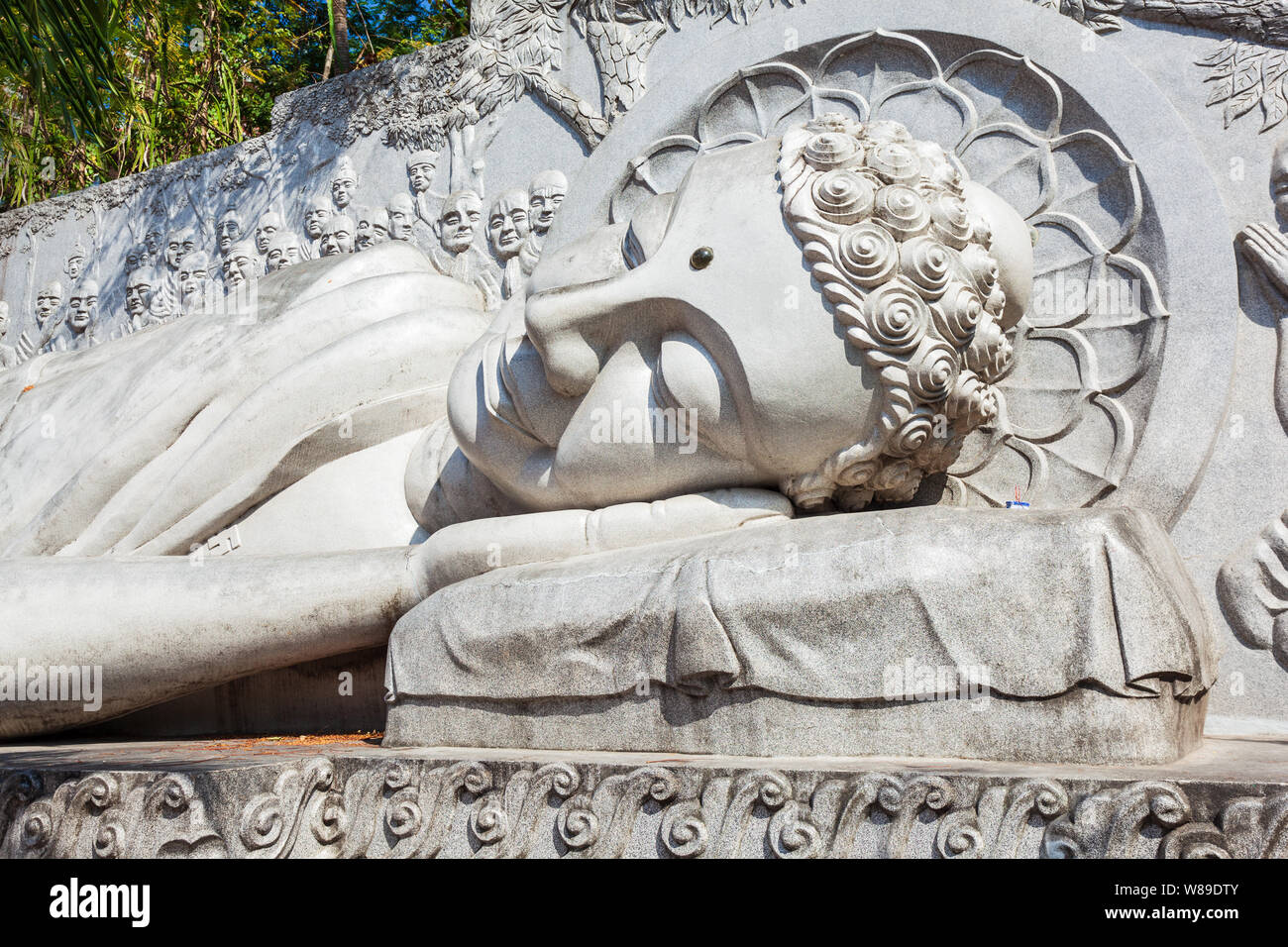 Reclining buddha statue at the Long Son Pagoda or Chua Long Son, a Buddhist temple in the city of Nha Trang in south Vietnam Stock Photo