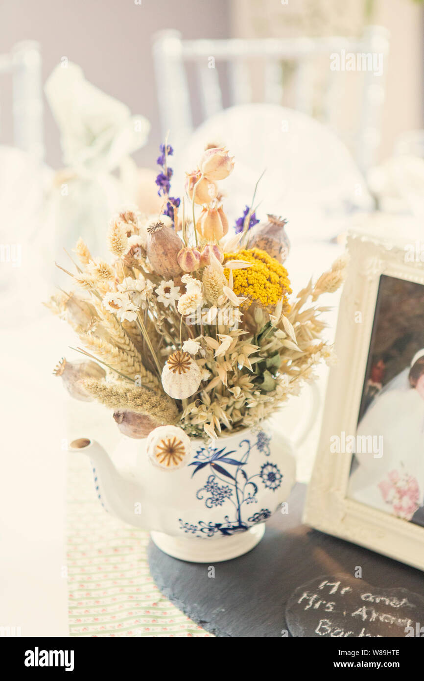 Country Style Dried Floral Wedding Table Decorations Stock Photo Alamy