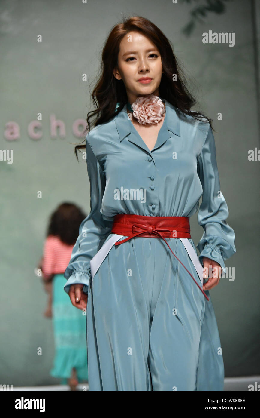 Korean Fashion Designer High Resolution Stock Photography And Images Alamy