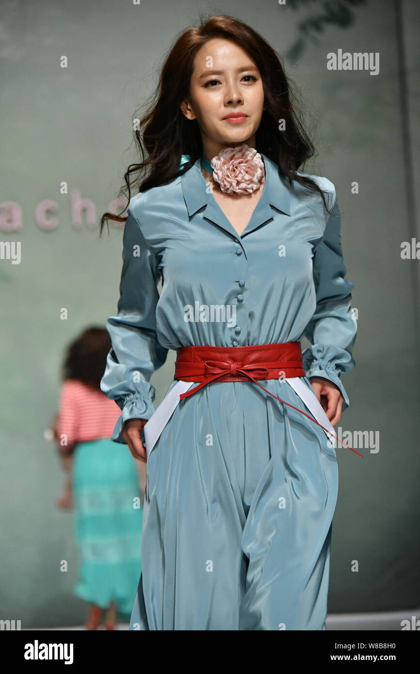 Page 2 Korean Fashion Designer High Resolution Stock Photography And Images Alamy