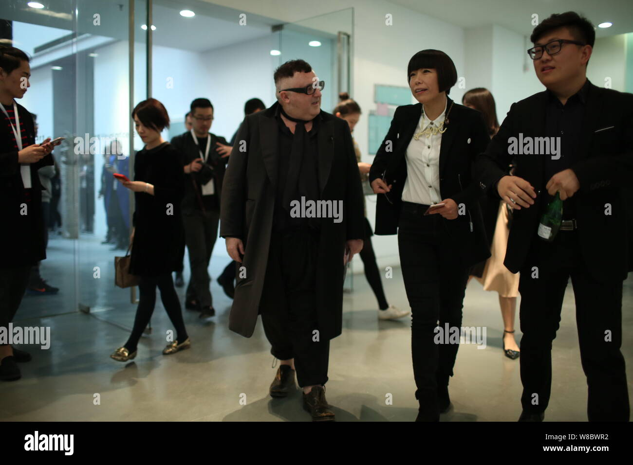 Alber Elbaz Center Former Fashion Designer Of Paris Fashion House Lanvin And Chinese Fashion Journalist Angelica Cheung Second Right Editor In Ch Stock Photo Alamy