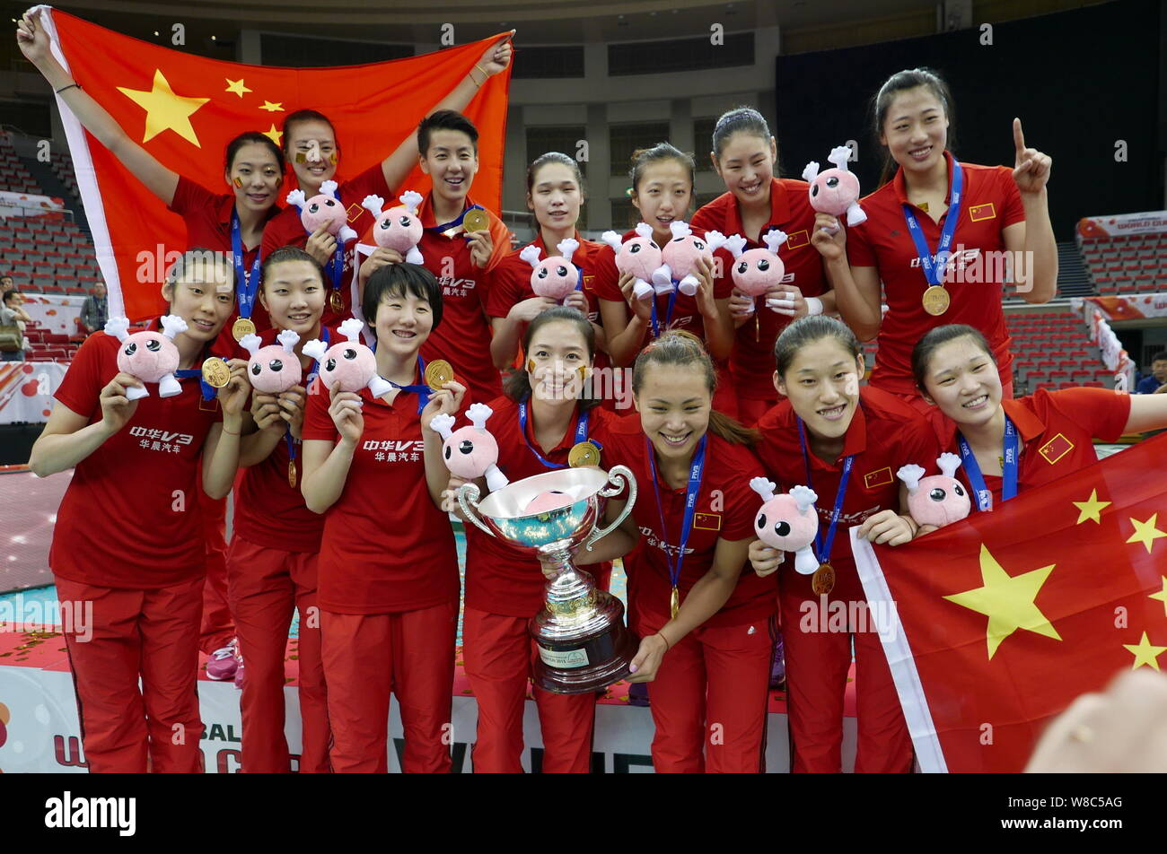 Players Of China Women S National Volleyball Team Pose During The Award Ceremony Of The 2015 Women S Volleyball World Cup In Nagoya Japan 6 Septembe Stock Photo Alamy