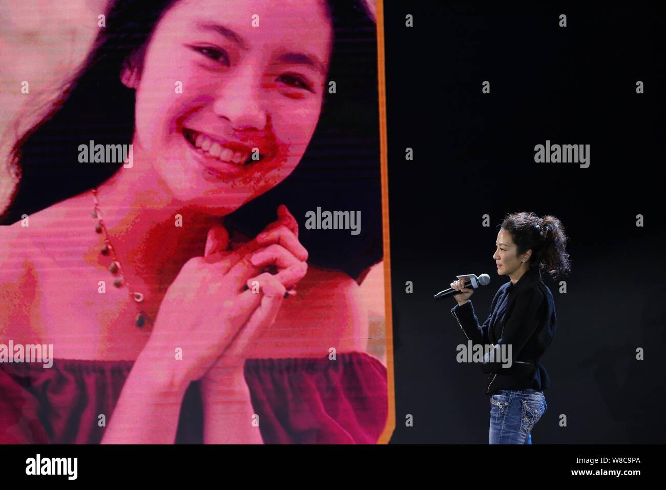 Malaysian Actress Michelle Yeoh Poses In Front Of An Old Photo Of Her During Youth At A Press Conference For Her New Movie Crouching Tiger Hidden Dr Stock Photo Alamy