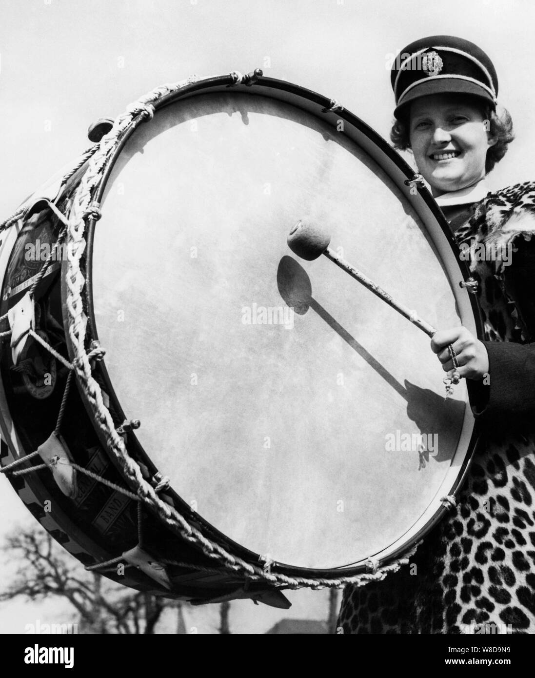 woman of the royal air force band at the drum, 1960 Stock Photo