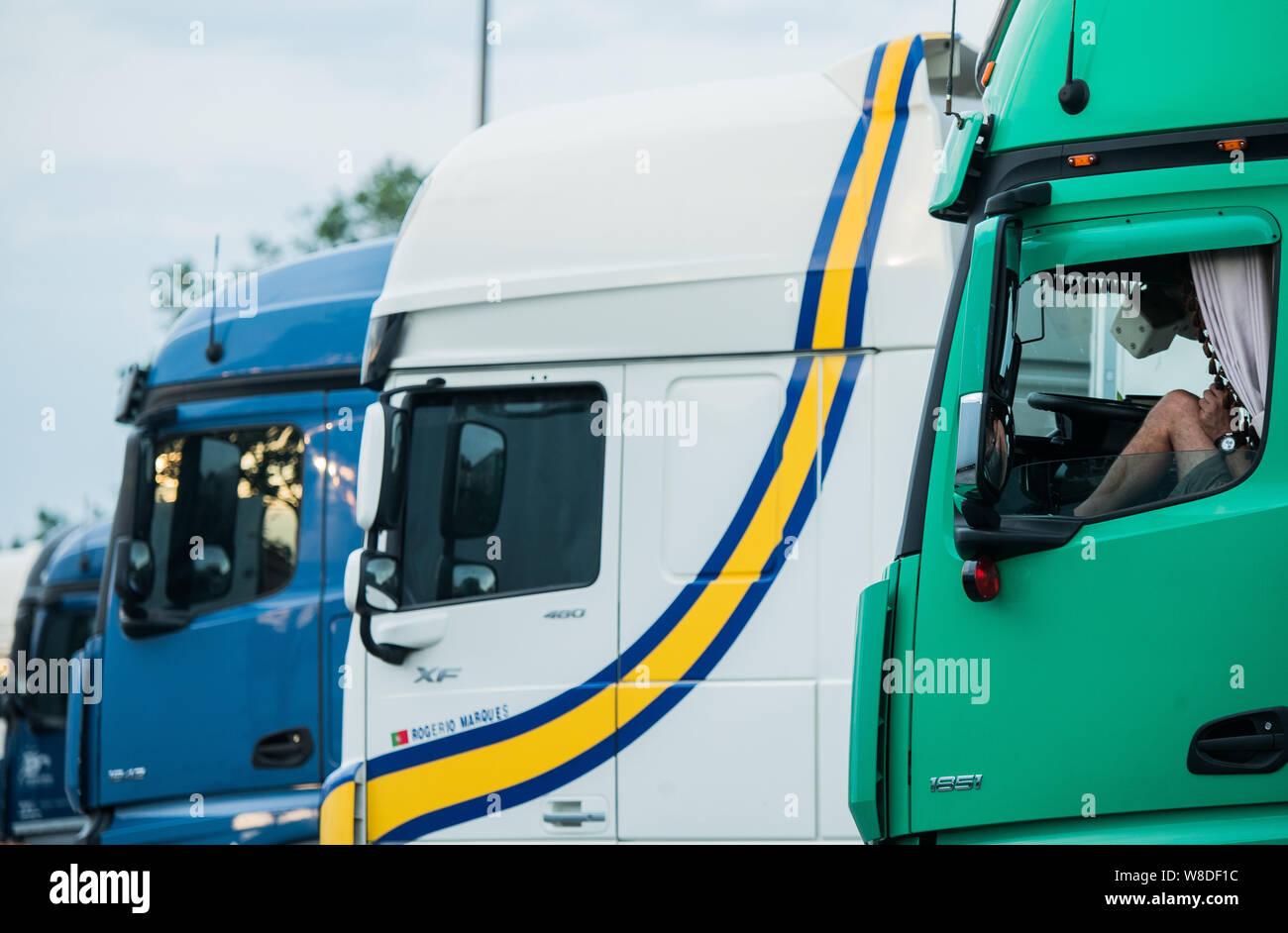 Overloaded Vehicle Stock Photos & Overloaded Vehicle Stock