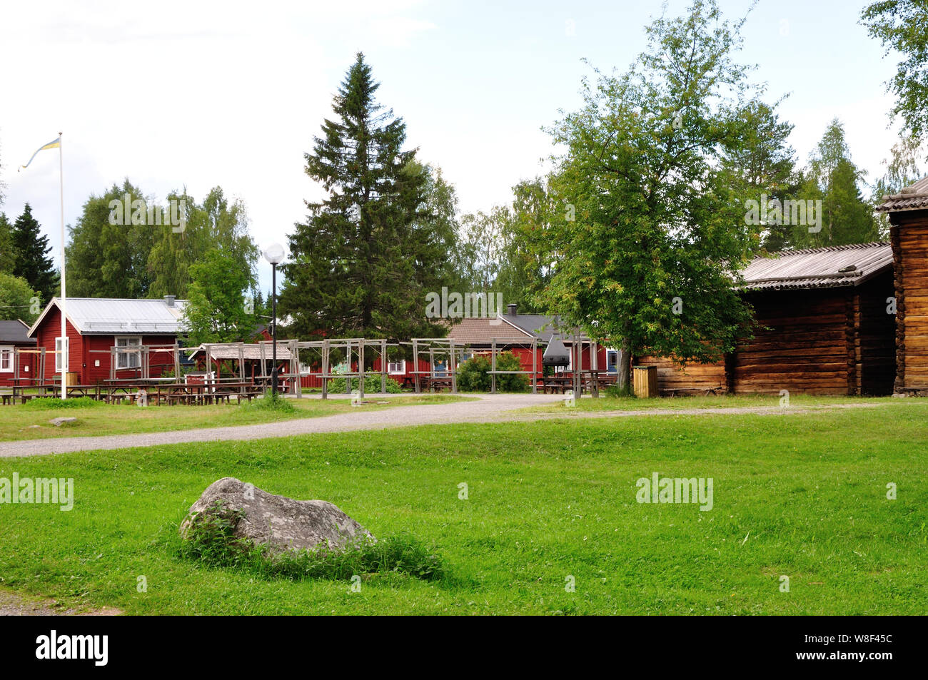 Das beschaulich-idyllische Kirchdorf bei Luleà (Gammelstad). Es gehört zum UNESCO-Weltkulturerbe. Stock Photo