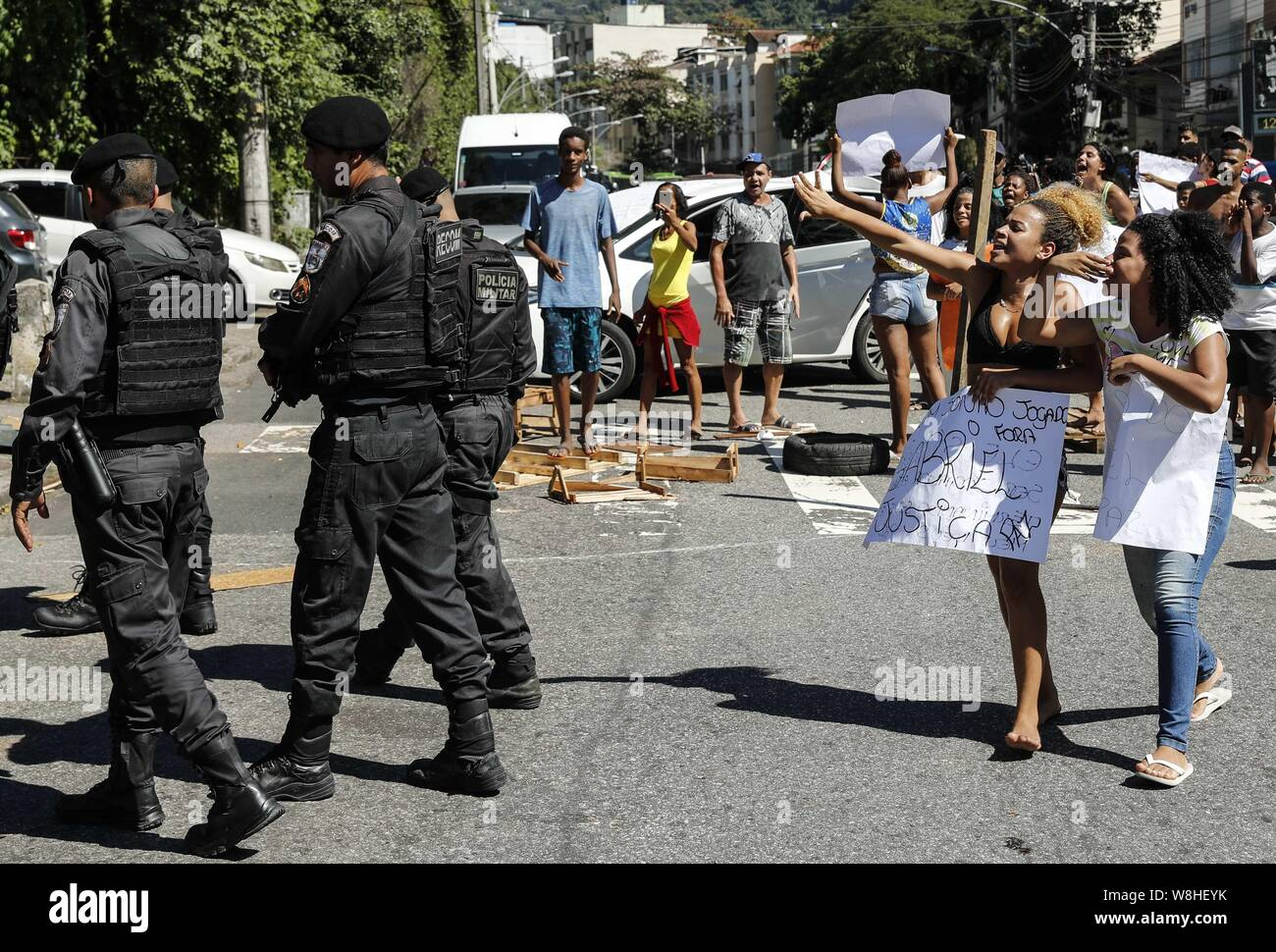 Rio De Janeiro Brazil 09th Aug 2019 Two Women Shout At Police Officers In Rio De Janeiro Brazil 09 August 2019 During A Demonstration For The Death Of A 18 Year Old Student Gabriel