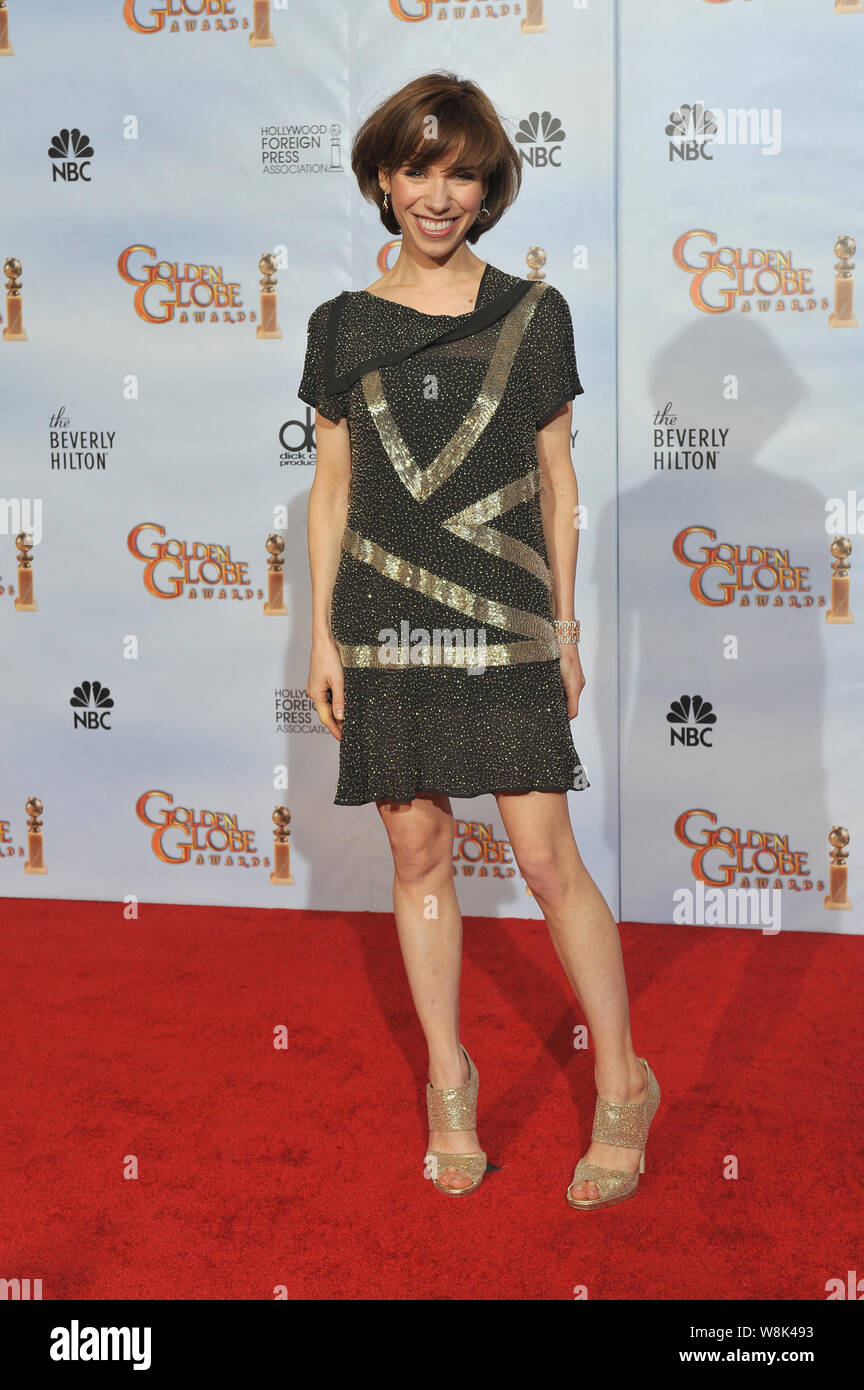 los-angeles-ca-january-18-2010-sally-hawkins-at-the-67th-golden-globe-awards-at-the-beverly-hilton-hotel-2010-paul-smith-featureflash-W8K493.jpg
