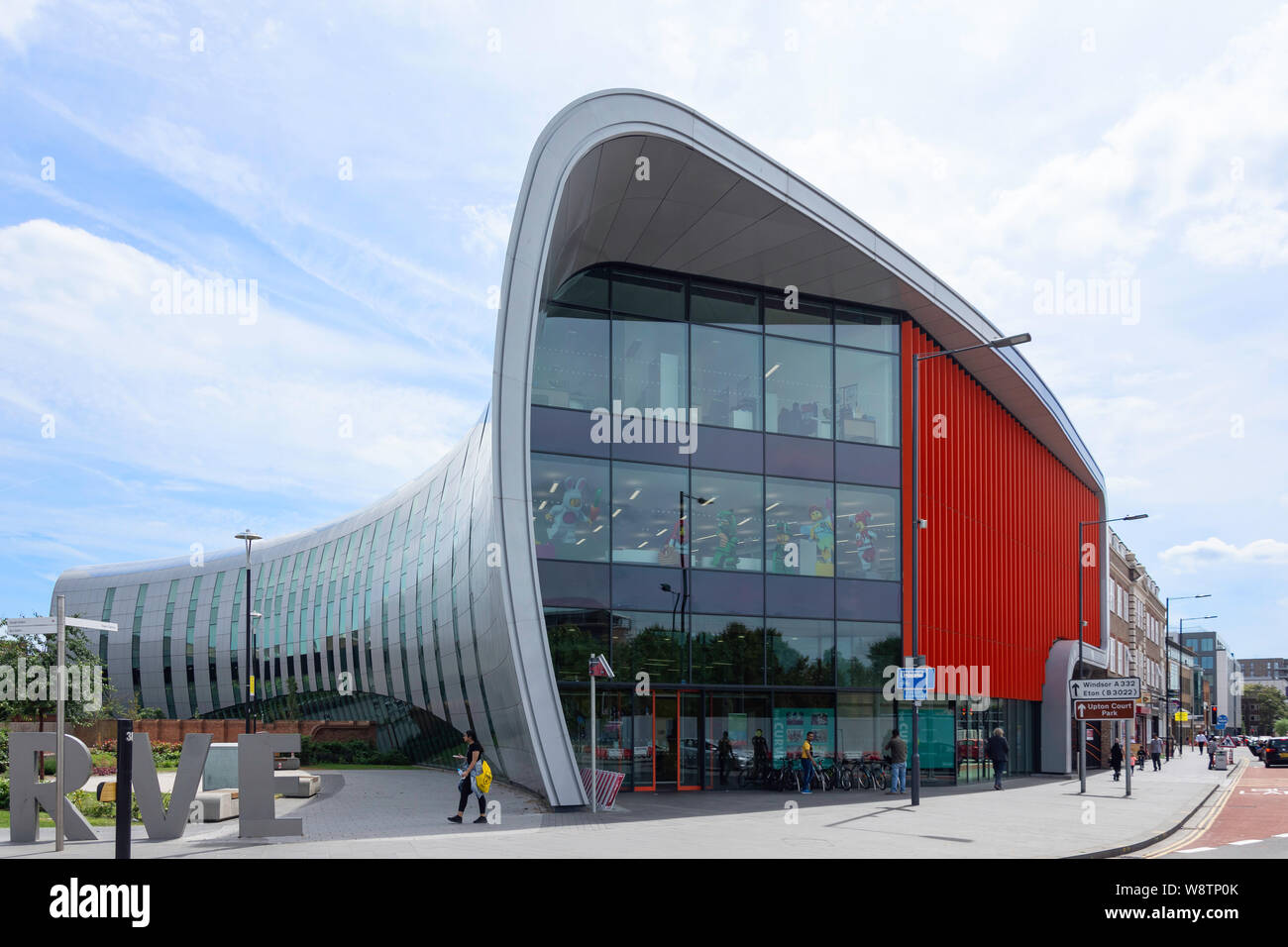'The Curve' library and cultural centre, William Street, Slough, Berkshire, England, United Kingdom Stock Photo
