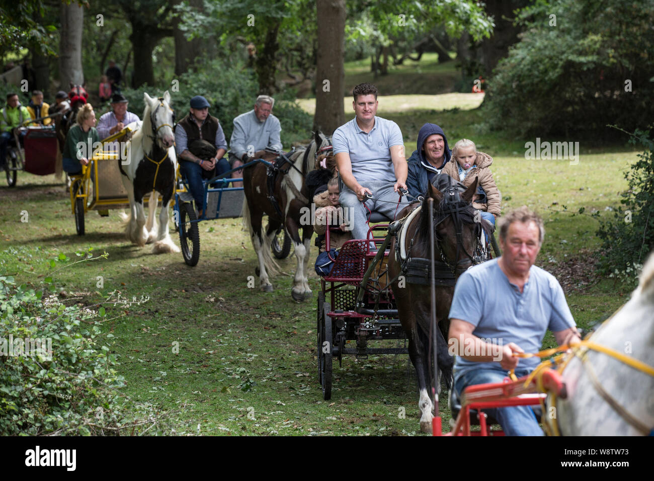 Romani Gypsy travellers meet up for an annual get together in the New Forest. Travelling Community Cart racers at Brockenhurst, Hampshire, England, UK Stock Photo