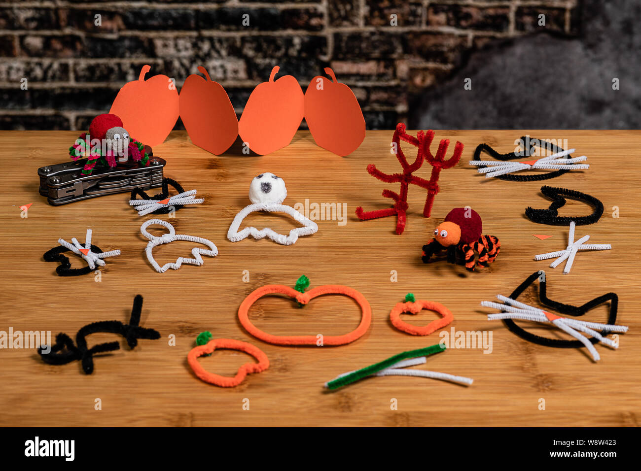 Halloween Pipe Cleaner And Construction Paper Crafts