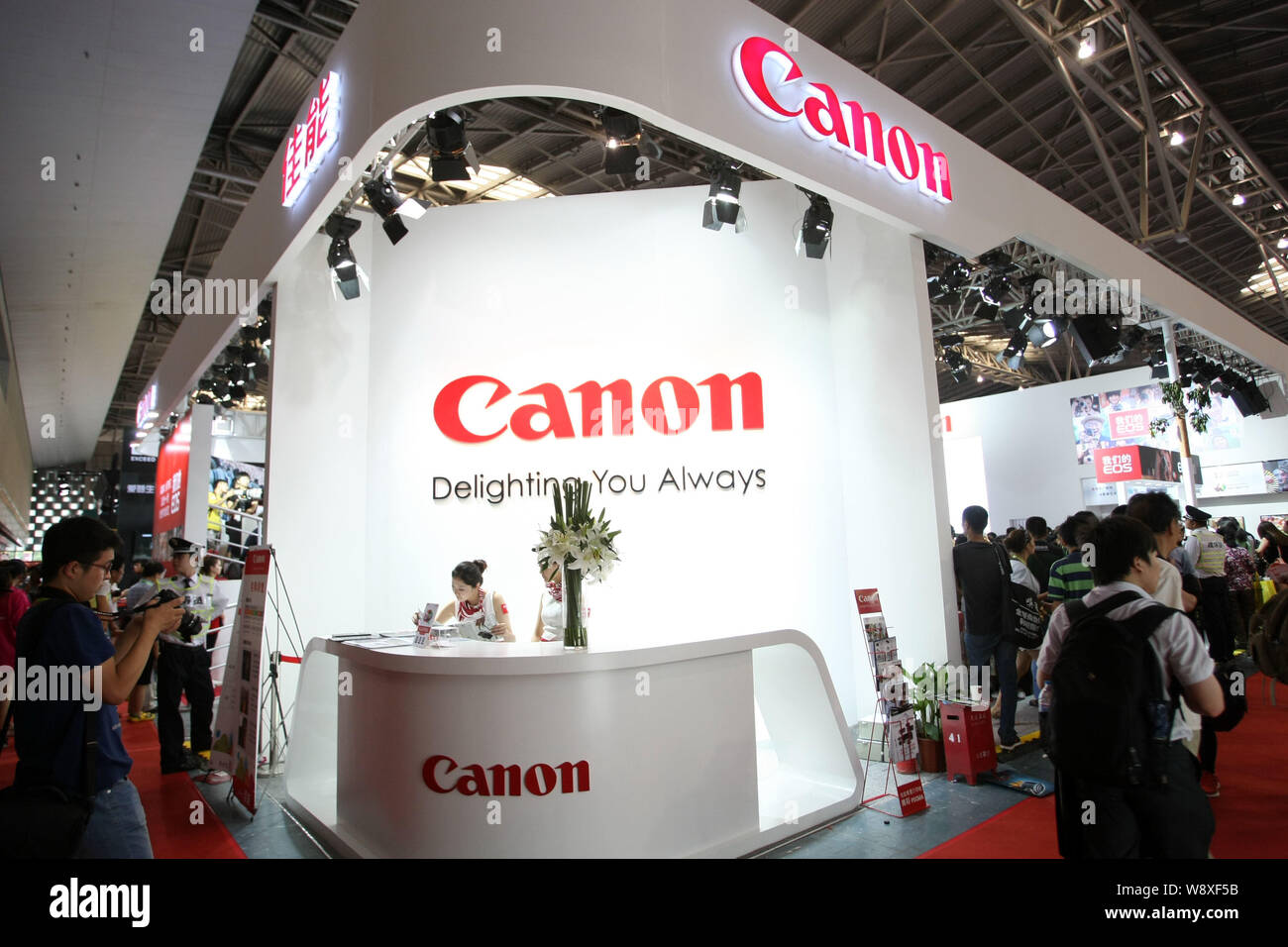 --FILE--People visit the stand of Canon during the 16th Photo & Imaging Shanghai 2014 exhibition in Shanghai, China, 5 July 2014.   Chinese bookworms Stock Photo